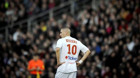 Benzema, désespérément seul, ne peut pas tout faire.